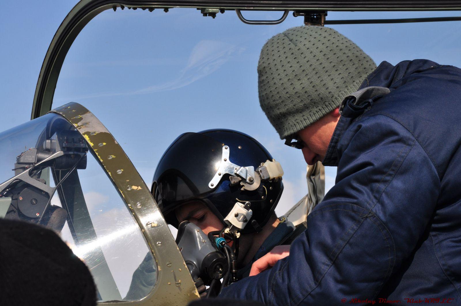 """През обектива на """"КРИЛЕ"""": Един студен зимен ден в авиобаза Граф Игнатиево"""