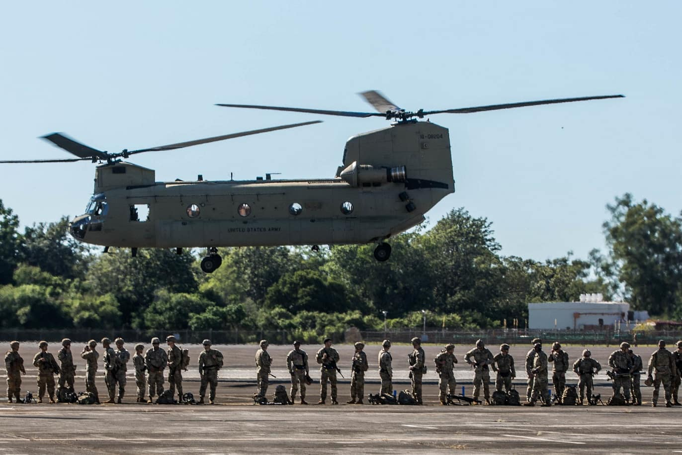 Голямо учение на американската армия с тактически въздушен десант
