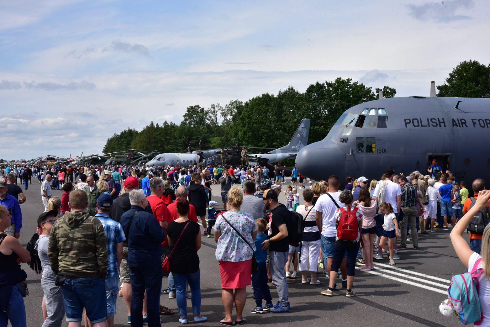 Фотогалерия: Ден на открити врати в авиационната бригада на ВМС на Полша