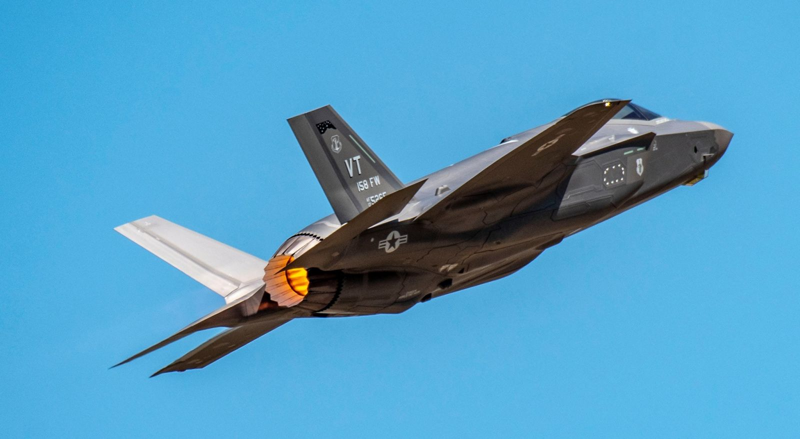 Първите два F-35A бяха доставени на Въздушната националана гвардия на Вермонт