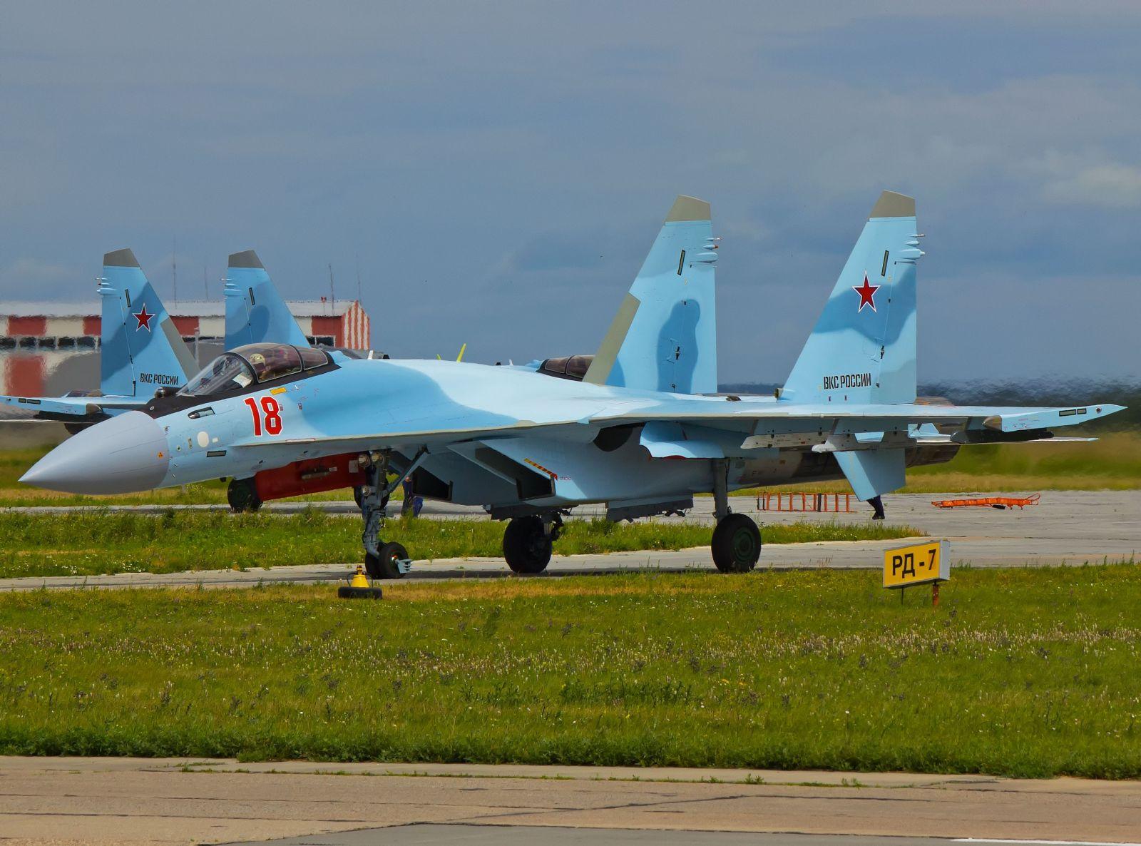 ВКС  на Русия са получили първите три изтребителя Су-35С, построени през 2019