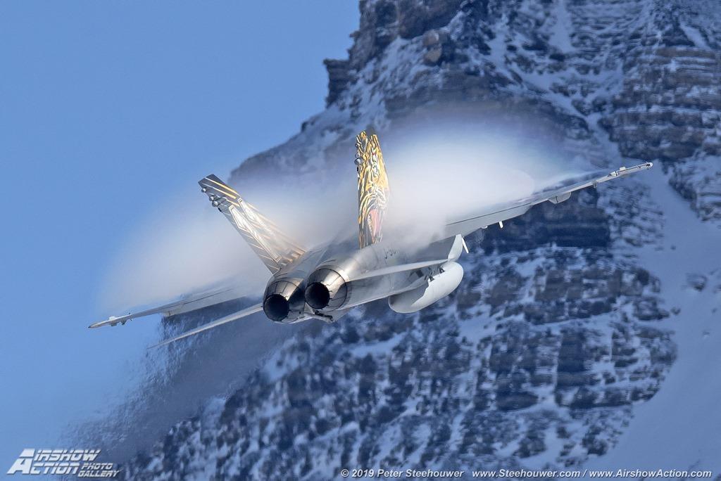 Отменят авиошоу поради открити пукнатини в клапитета за кацане на швейцарски F/A-18C Hornet (уникална фотогалерия)
