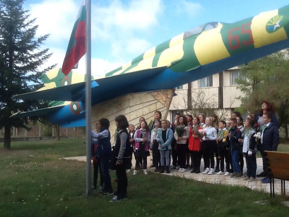 Ученици от Балчик отбелязаха празника на авиацията и на българскте ВВС