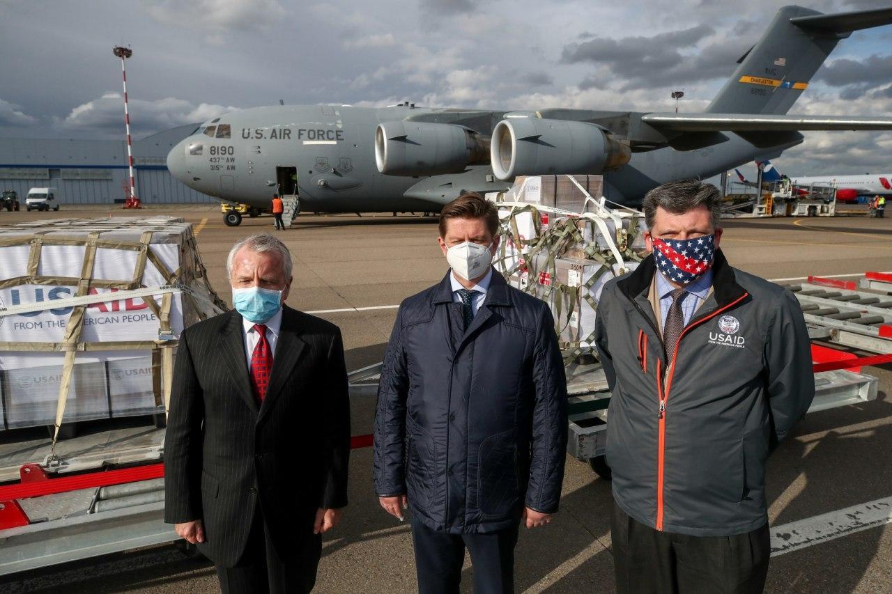 САЩ връщат жеста: В Москва са доставени американски апарати за изкуствена вентилация на белите дробове
