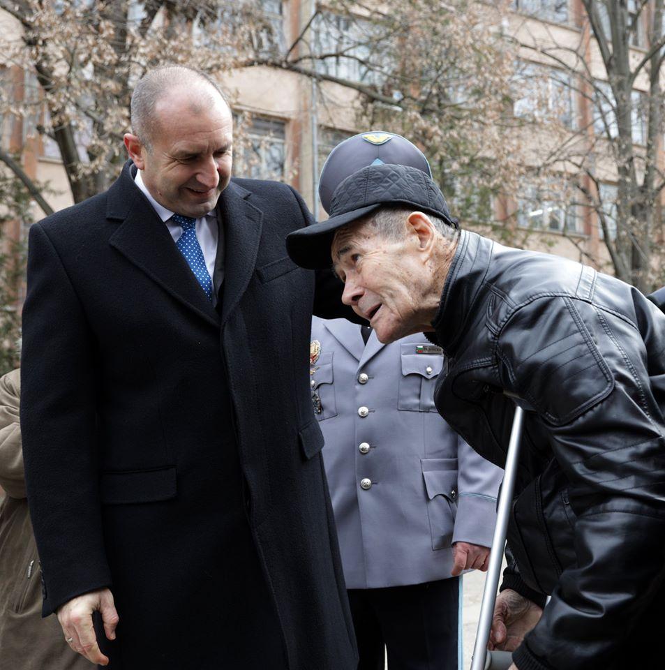 ЧЕСТИТ РОЖДЕН ДЕН НА РУМЕН РАДЕВ - ПРЕЗИДЕНТ НА РЕПУБЛИКА БЪЛГАРИЯ
