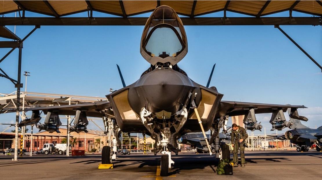 """F-35 в конфигурация """" Звяр"""""""