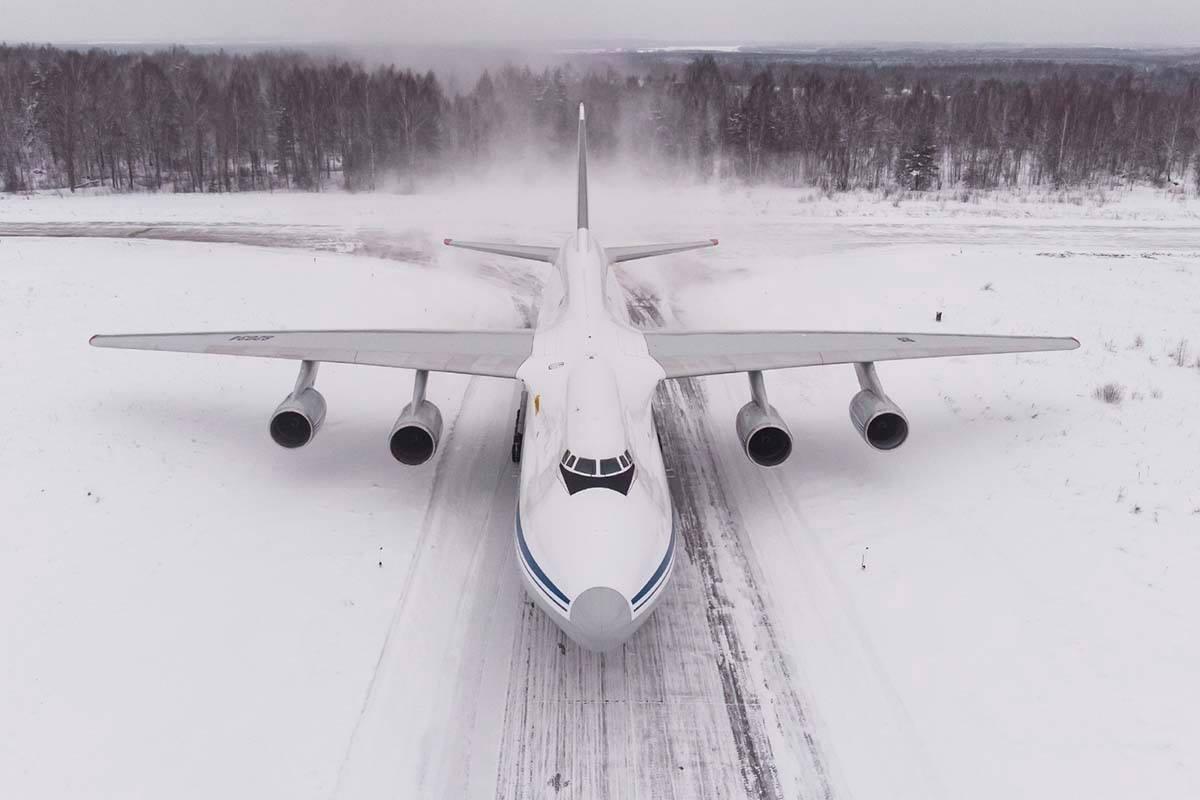 """Уникални снимки и видео: Истинска """"Слонска разходка"""" с шест руски ВТС Ан-124 """"Руслан"""""""