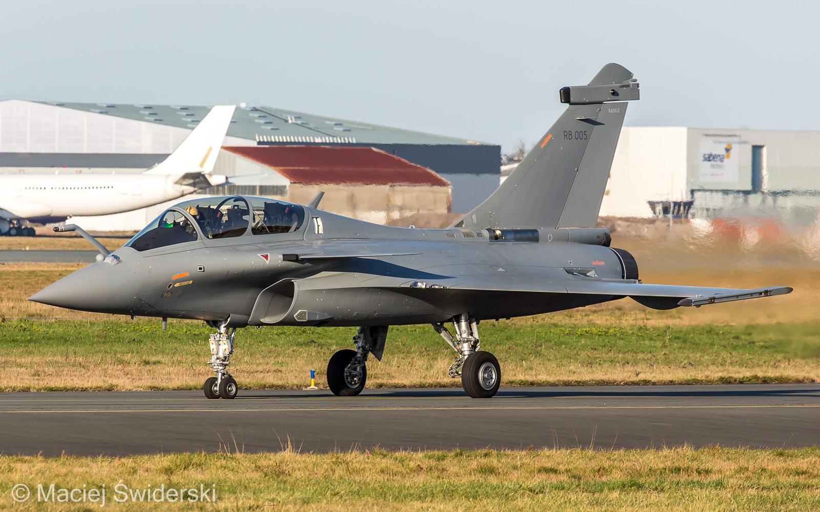 Изпитателни полети на предназначените за Индия изтребители Rafale