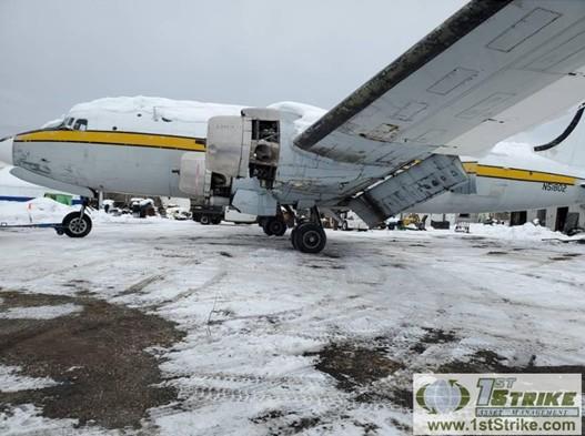 Четири самолета C-54 се дават на търг
