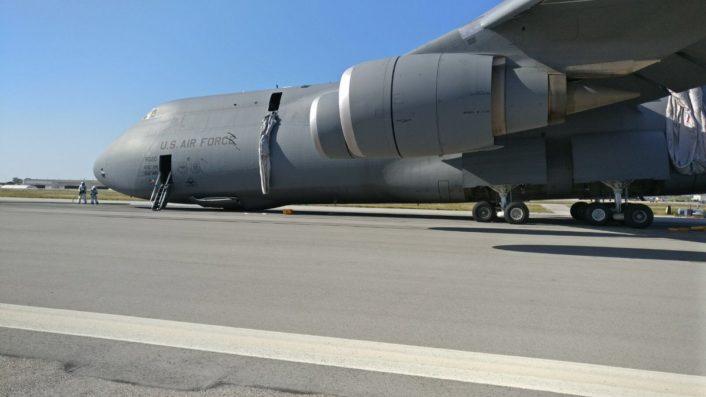 Кацане по корем на огромния ВТС C-5 Galaxy