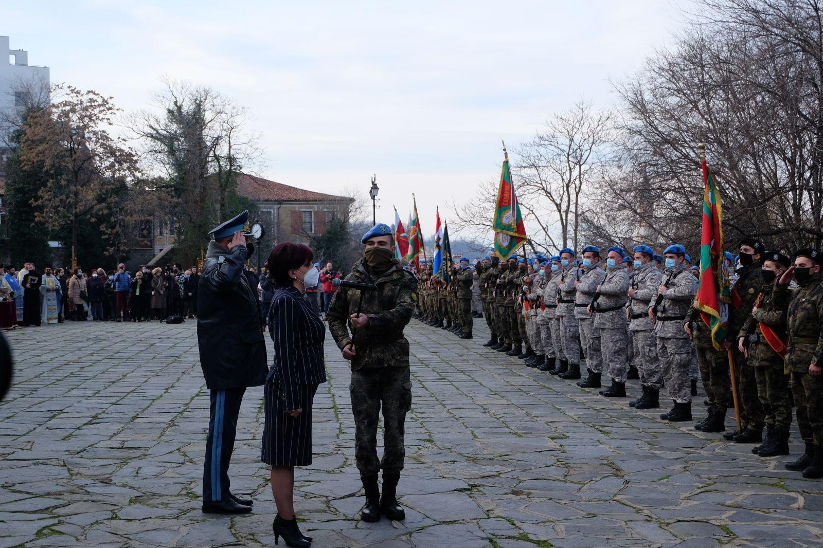 ГАЛЕРИЯ: Богоявленски водосвет на бойните знамена в Пловдив