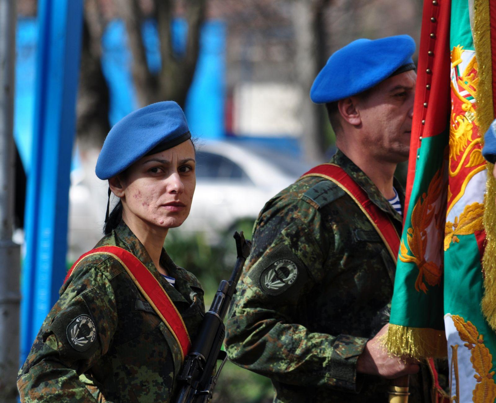 """Президентът Румен Радев посети 68-а бригада """"Специални сили"""""""