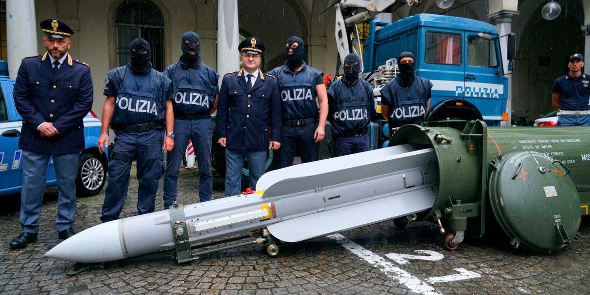 """Италианската полиция откри УР """"въздух-въздух"""" при операция срещу десни екстремисти"""