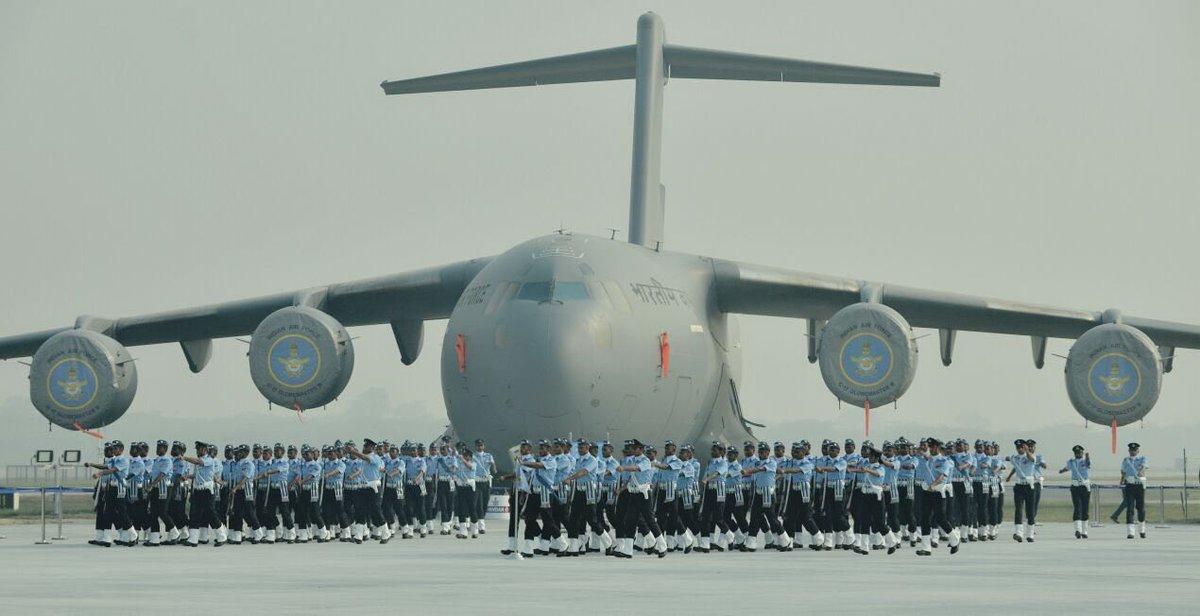 Парад в чест на 87-годишнината на ВВС на Индия (СНИМКИ и ВИДЕО)