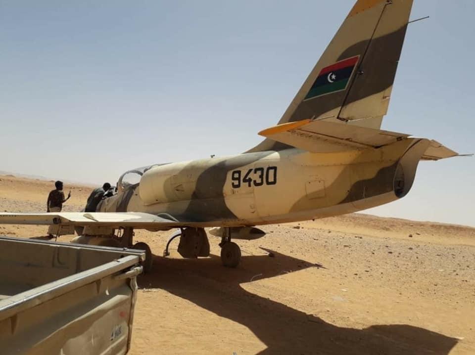 Аварийно кацане в пустинята на либийски L-39 Albatros (СНИМКИ)