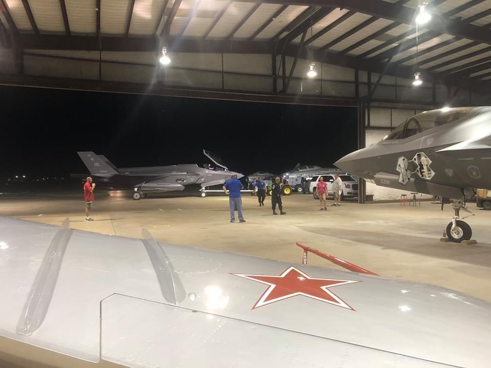 Среща на поколенията: съветски МиГ-17Ф до американски F-35