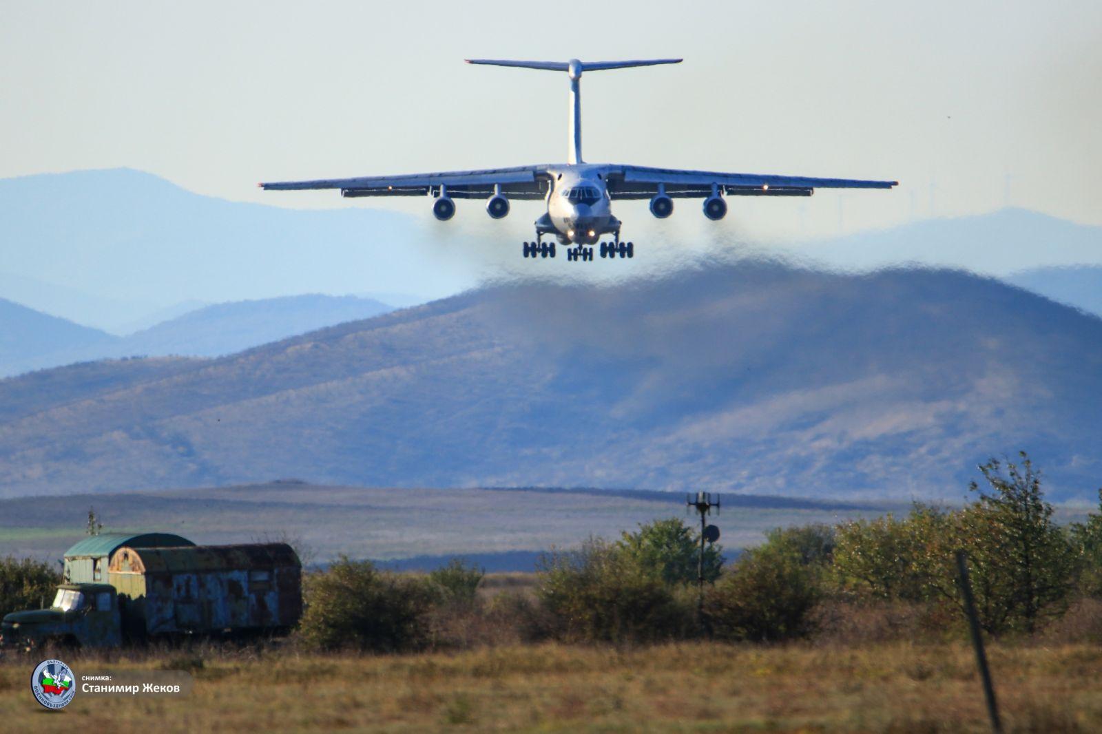 Още един ремонтиран и модернизиран Су-25 е доставен в авиобаза Безмер