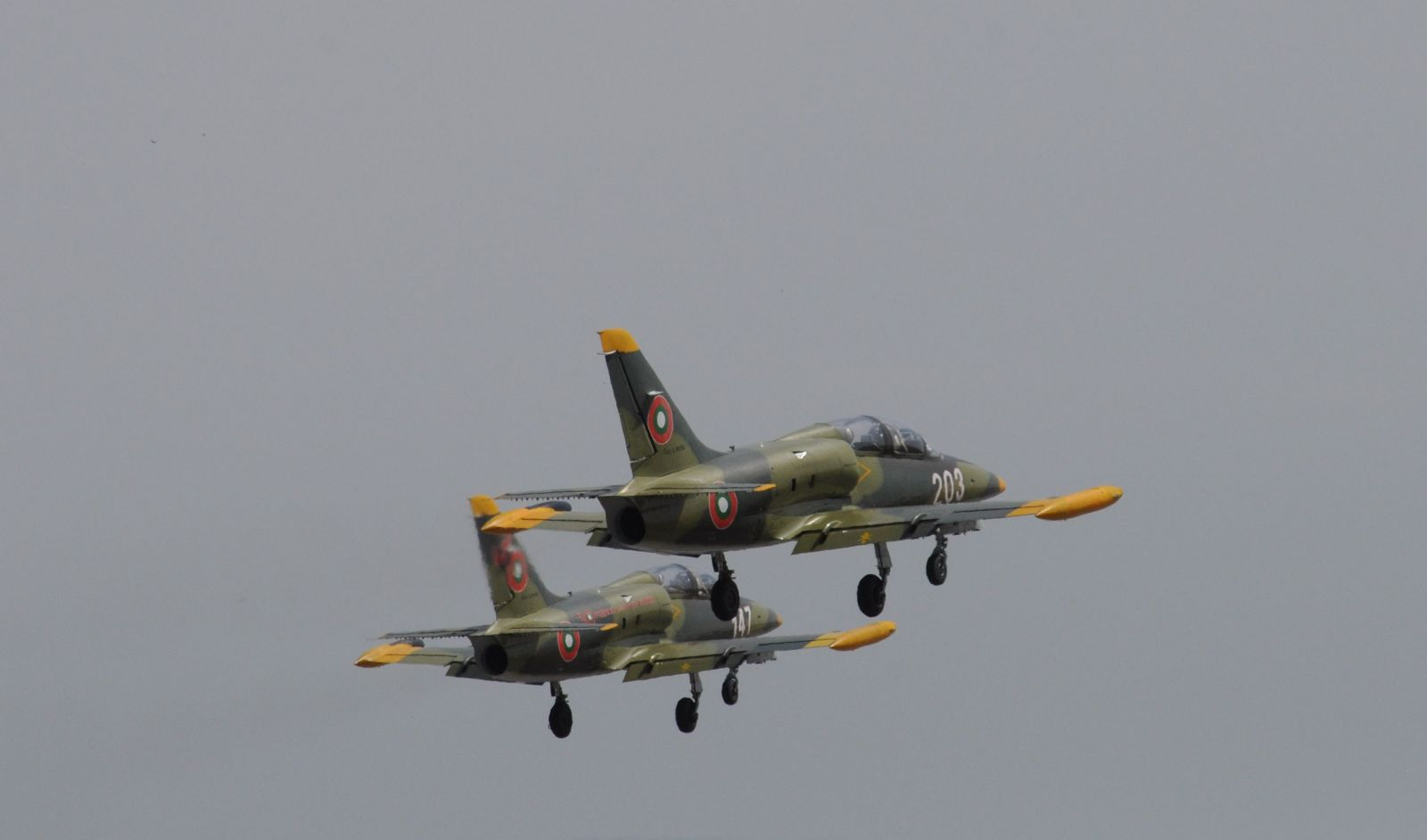 """Мини авиационен парад над Добрич за старта на тазгодишната кампания """"Бъди войник"""""""