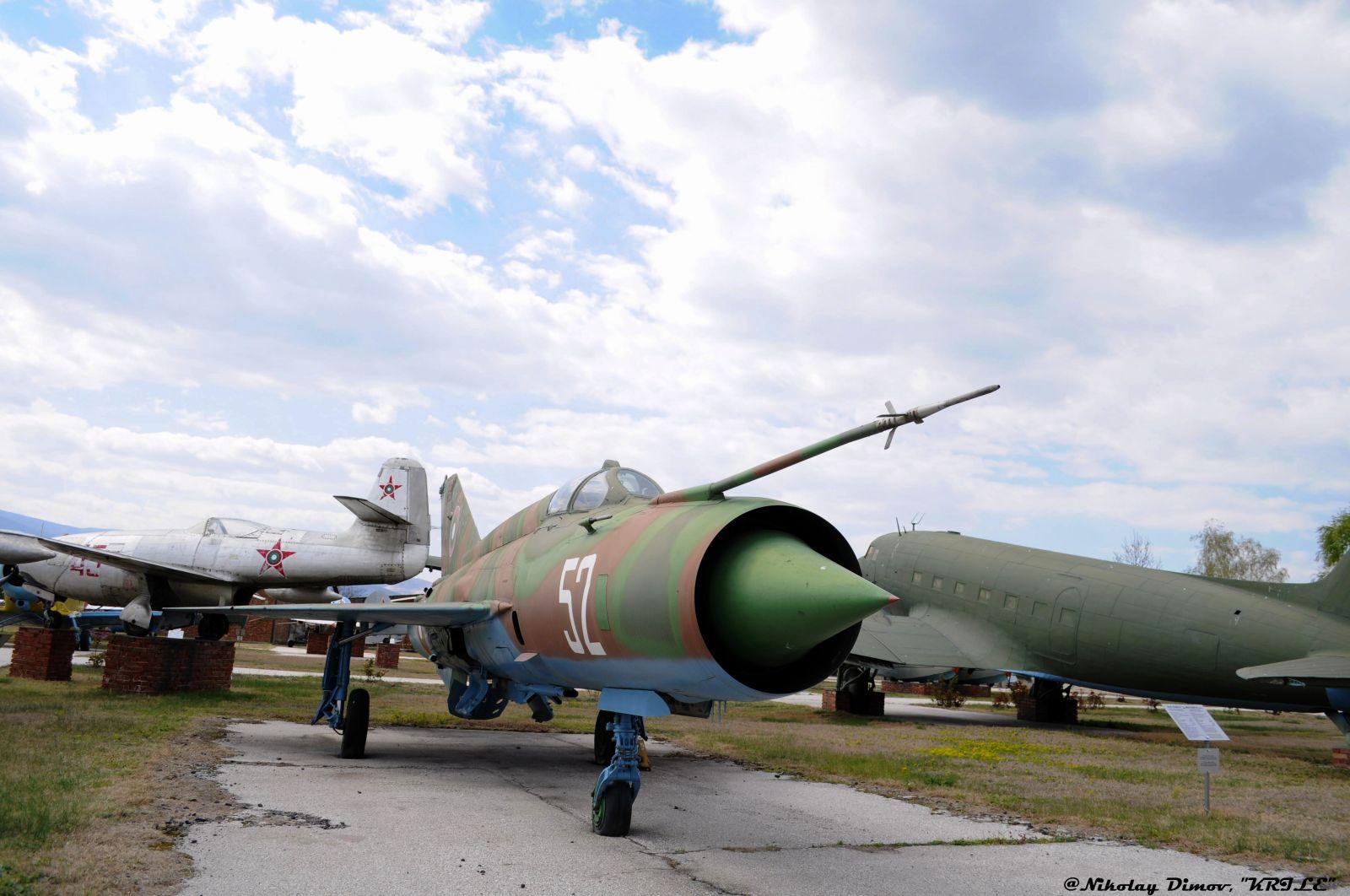 """Изтребителите на българските ВВС: МиГ-21МФ(Р) борд """"52 """""""