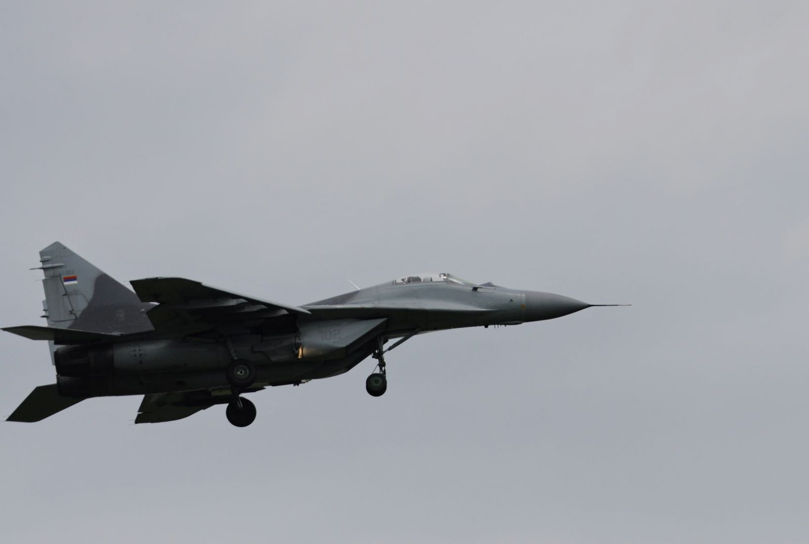ГАЛЕРИЯ: Български и сръбски изтребители МиГ-29,въоръжени с ракети Р-60 и Р-73, действат от авиобаза Граф Игнатиево по въздушни цели над Черно море