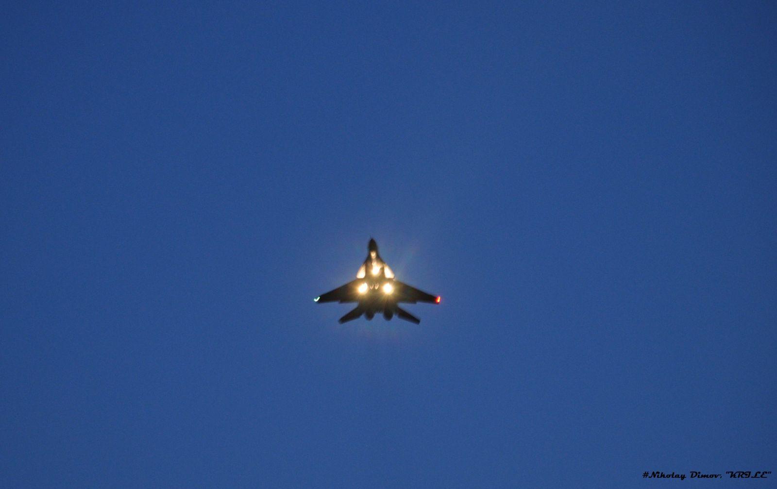 Бойни стрелби нощем с МиГ-29 (Малка нощна галерия от околностите на авиобаза Граф Игнатиево)