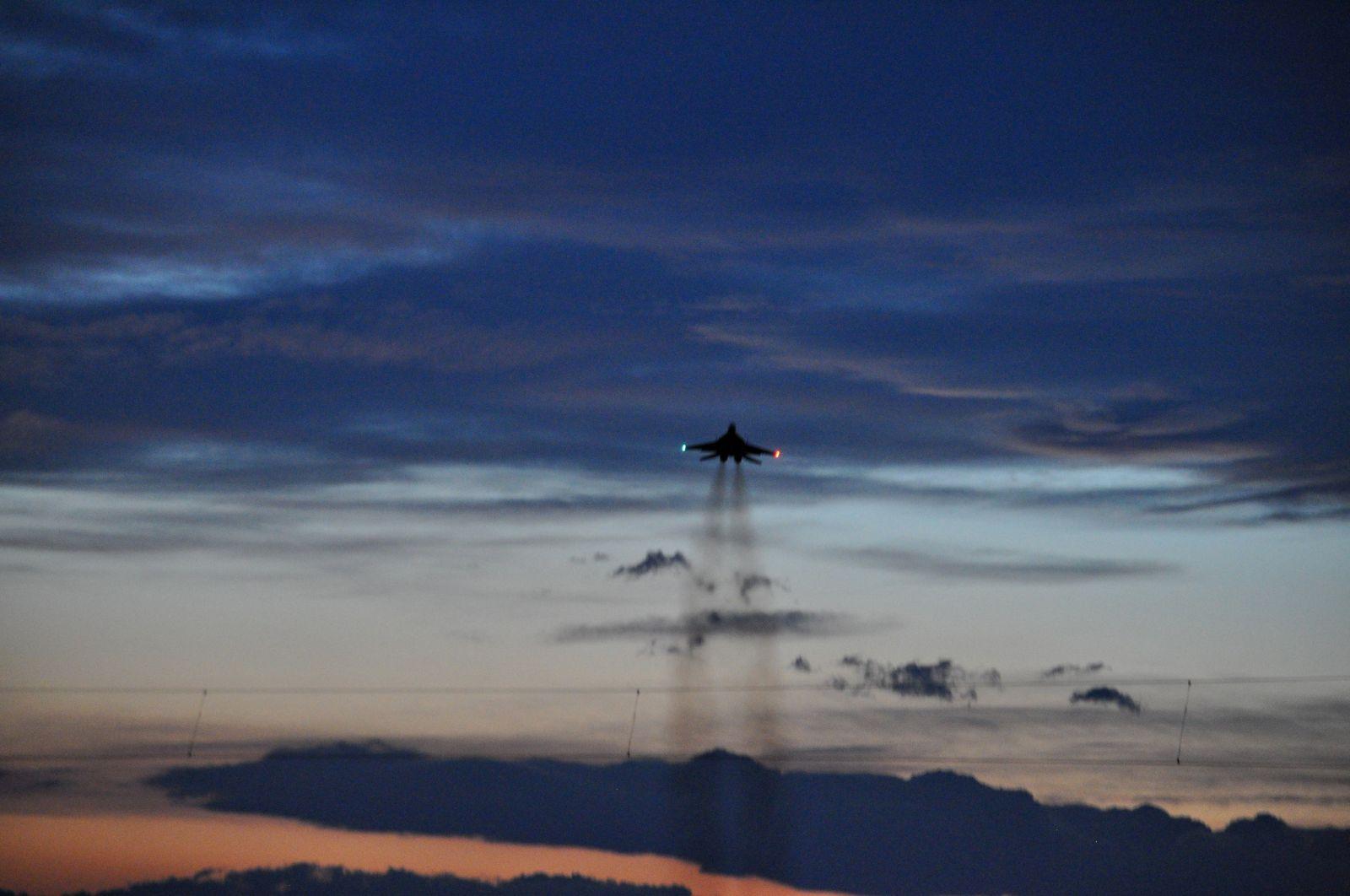 Нощни полети в авиобаза Граф Игнатиево