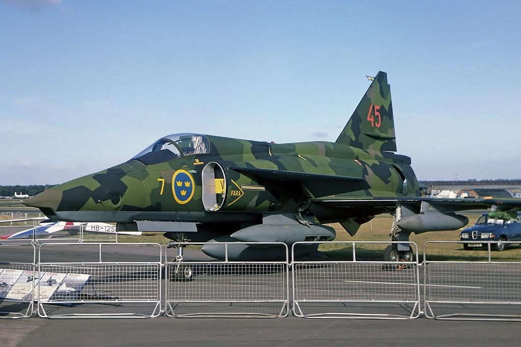 Из авиационната история: Първи полет на разузнавателния самолет Saab SF-37