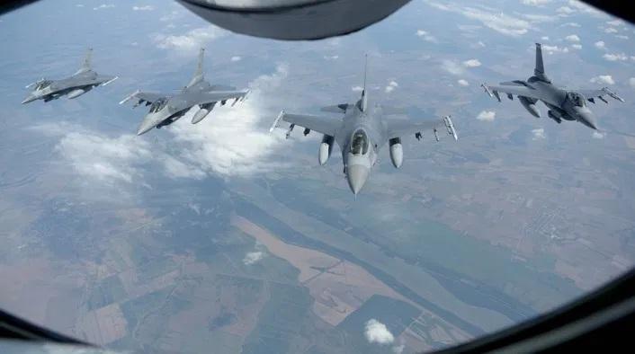 Съвместно учение на ВВС и ВМС на САЩ в и над акваторията на Черно море