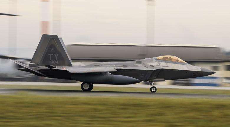 ВВС на САЩ разположиха в Европа ескадрила F-22 Raptor за тренировъчни полети