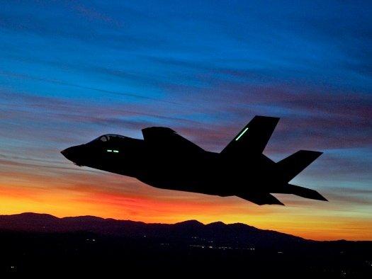 Първият нощен полет на F-35