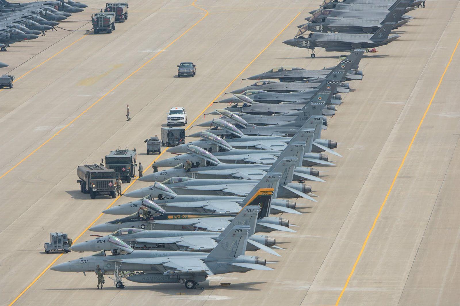 На старта на авиобаза Volk Field има повече изтребители, отколкото в някои ВВС