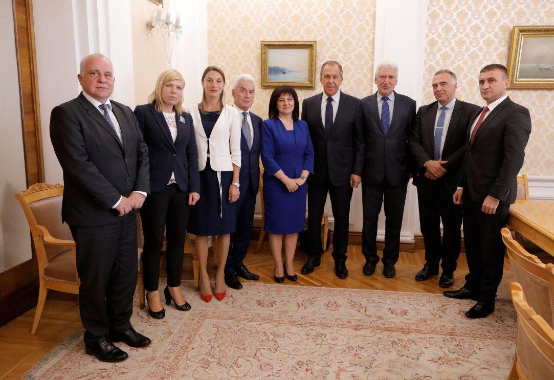 Гаф или обрат? - Караянчева след среща с Лавров: Самолетите Су-25 ще бъдат ремонтирани в България