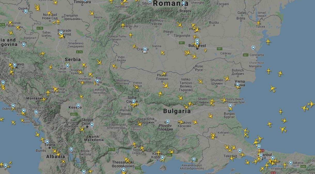 Интересни военни самолети в небето над България