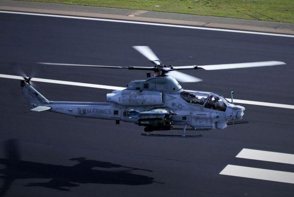 Видео: Учение с вертолети AH-1Z, стрелби по земни и въздушни цели