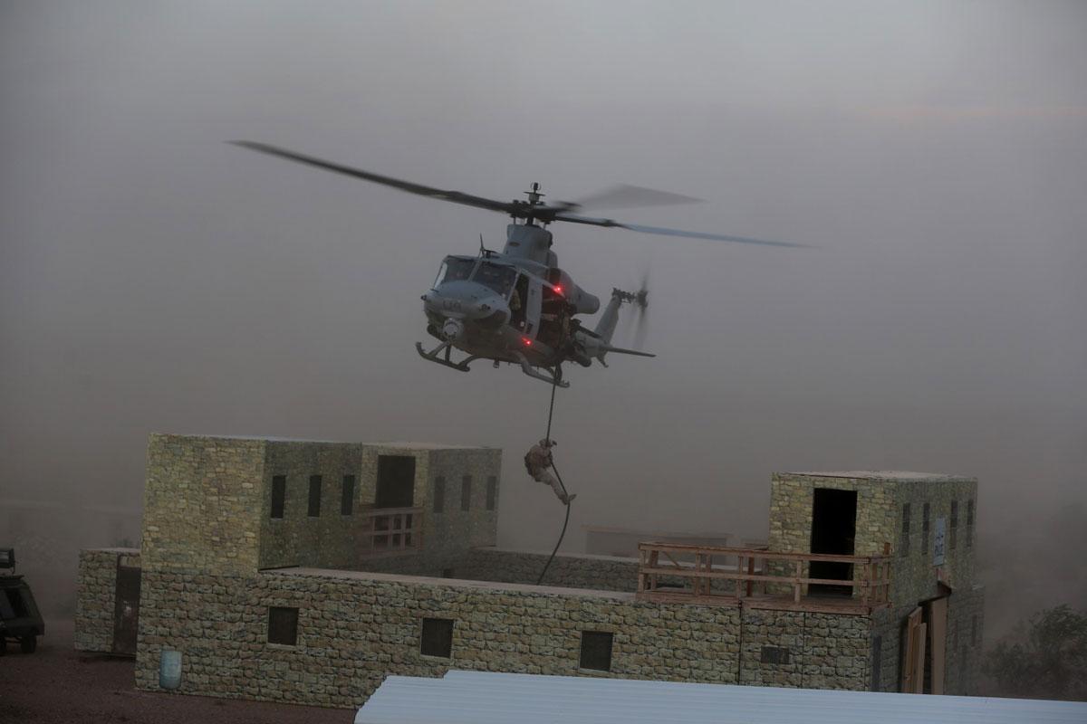 Чехия купува осем вертолета UH-1Y и четири AH-1Z
