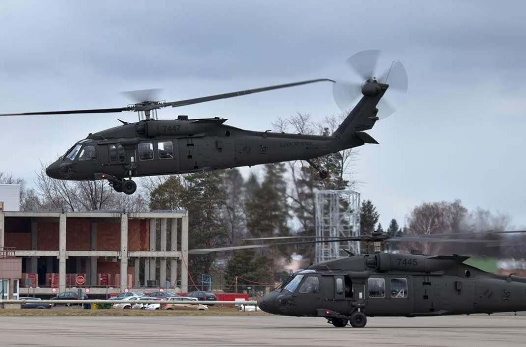 Словашките ВВС получиха последните три вертолета UH-60M