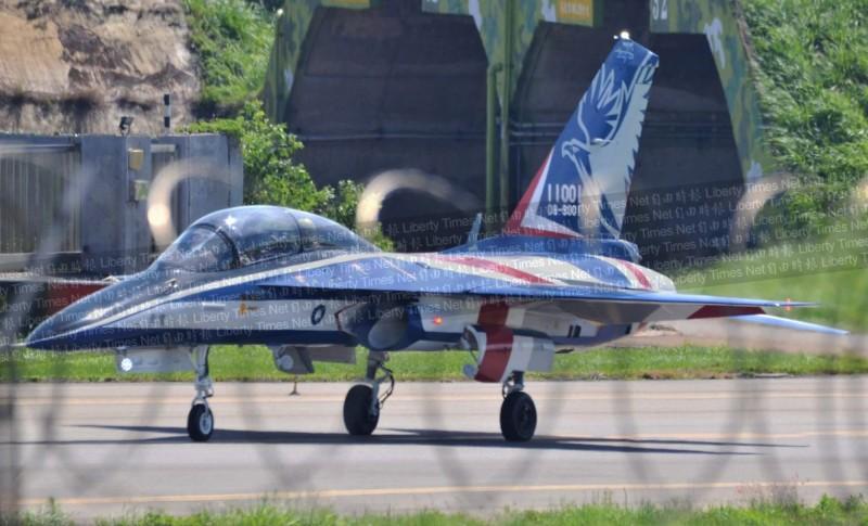 Предстоящи полетни изпитания на първия опитен образец на тайванския УБС  ХТ-5