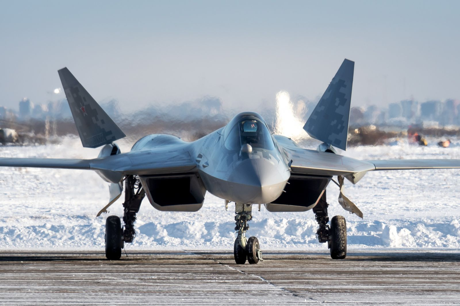 Коледен подарък и за руските ВКС – получиха първия сериен изтребител Су-57 (богата фотогалерия)