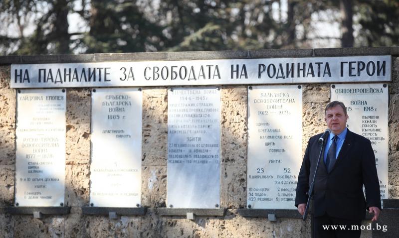 Министърът на отбраната Красимир Каракачанов участва в честванията за 130-годишнината на 23-и пехотен Шипченски полк (ГАЛЕРИЯ)