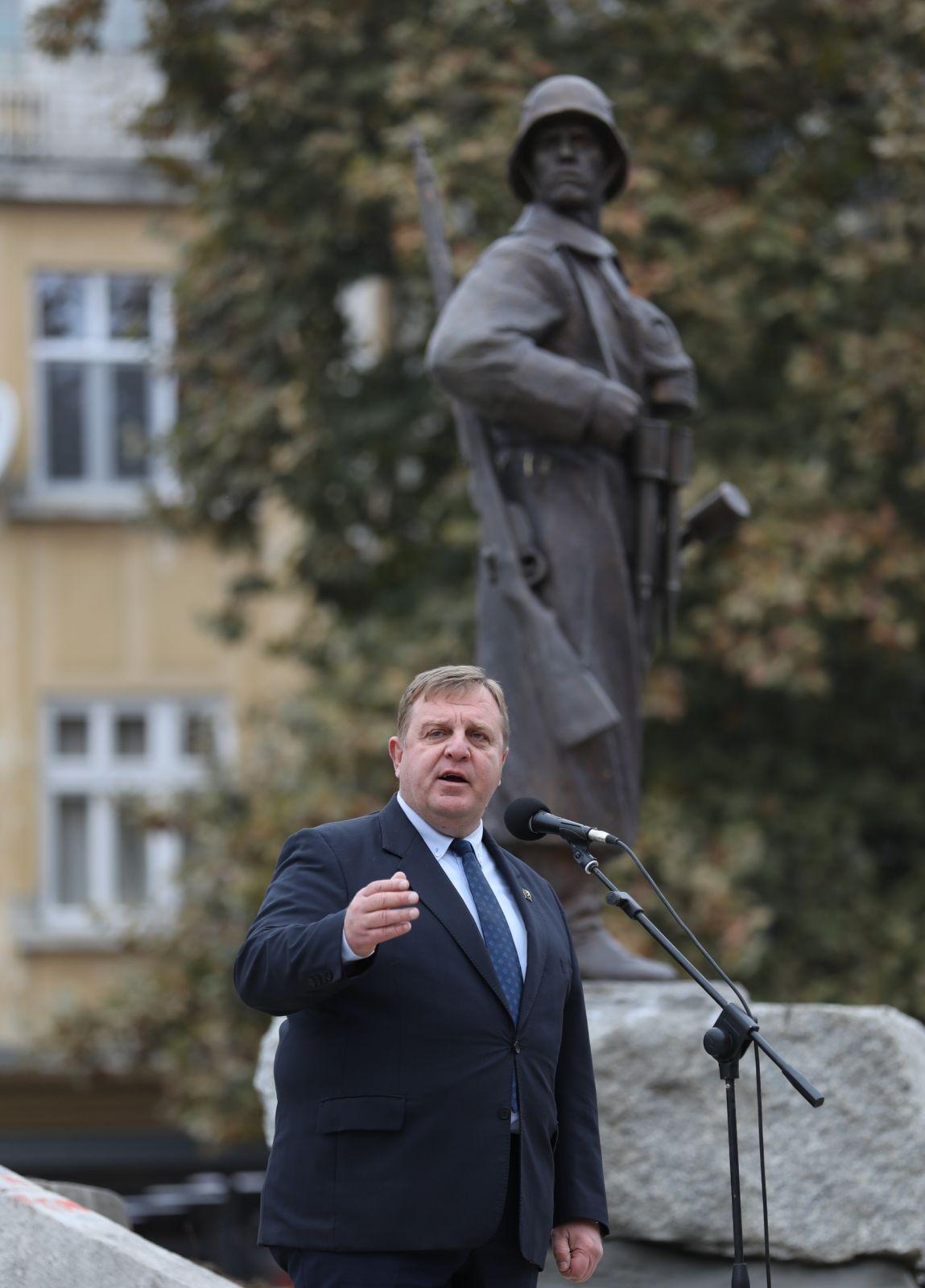 Министърът на отбраната Красимир Каракачанов: Паметникът на Девета пехотна Плевенска дивизия увековечава силата на българския дух (ГАЛЕРИЯ)