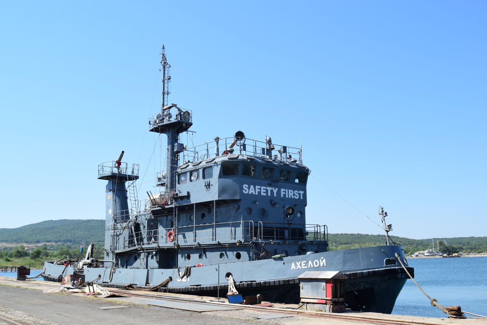 Корабите и хората на Флотилия бойни и спомагателни кораби в Пункт за базиране Бургас (ГОЛЯМА БАЗОВА ГАЛЕРИЯ)