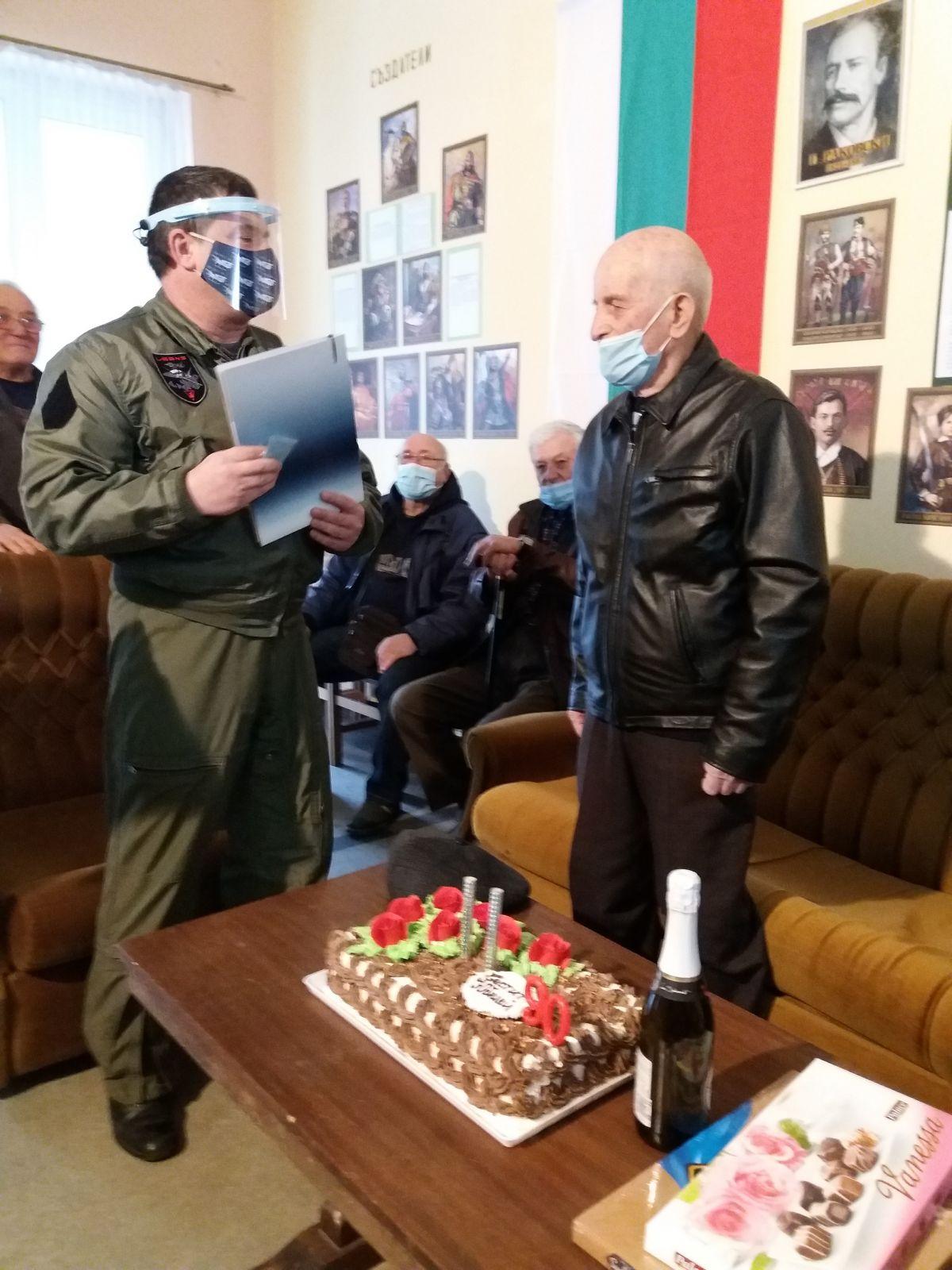 На учителя и командира полковник инж. Ангел Ангелов –  с любов !