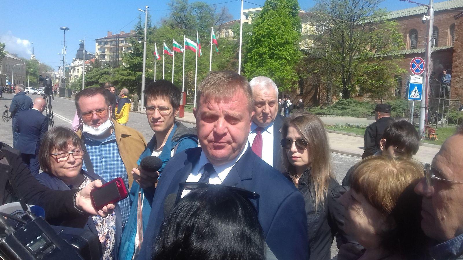 """Министър Каракачанов: """"ТЕРЕМ"""" могат да произведат новите бойни машини, пред България има 4 варианта"""