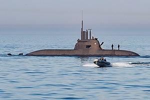 Германската подводница U33 протече, влезе в сух док за отстраняване на теча