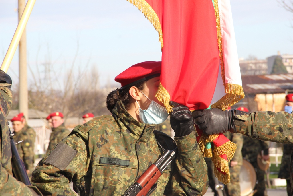 77 новоназначени военнослужещи положиха клетва