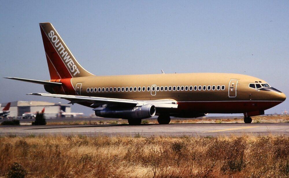 Southwest Airlines празнува 50 години със специална ливрея на своите самолети