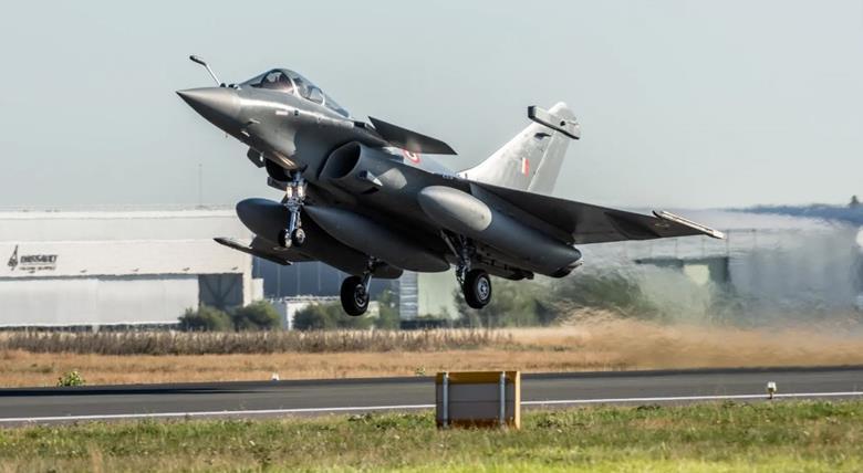 Първите 5 индийски Rafale пристигнаха в авиобазата Амбала