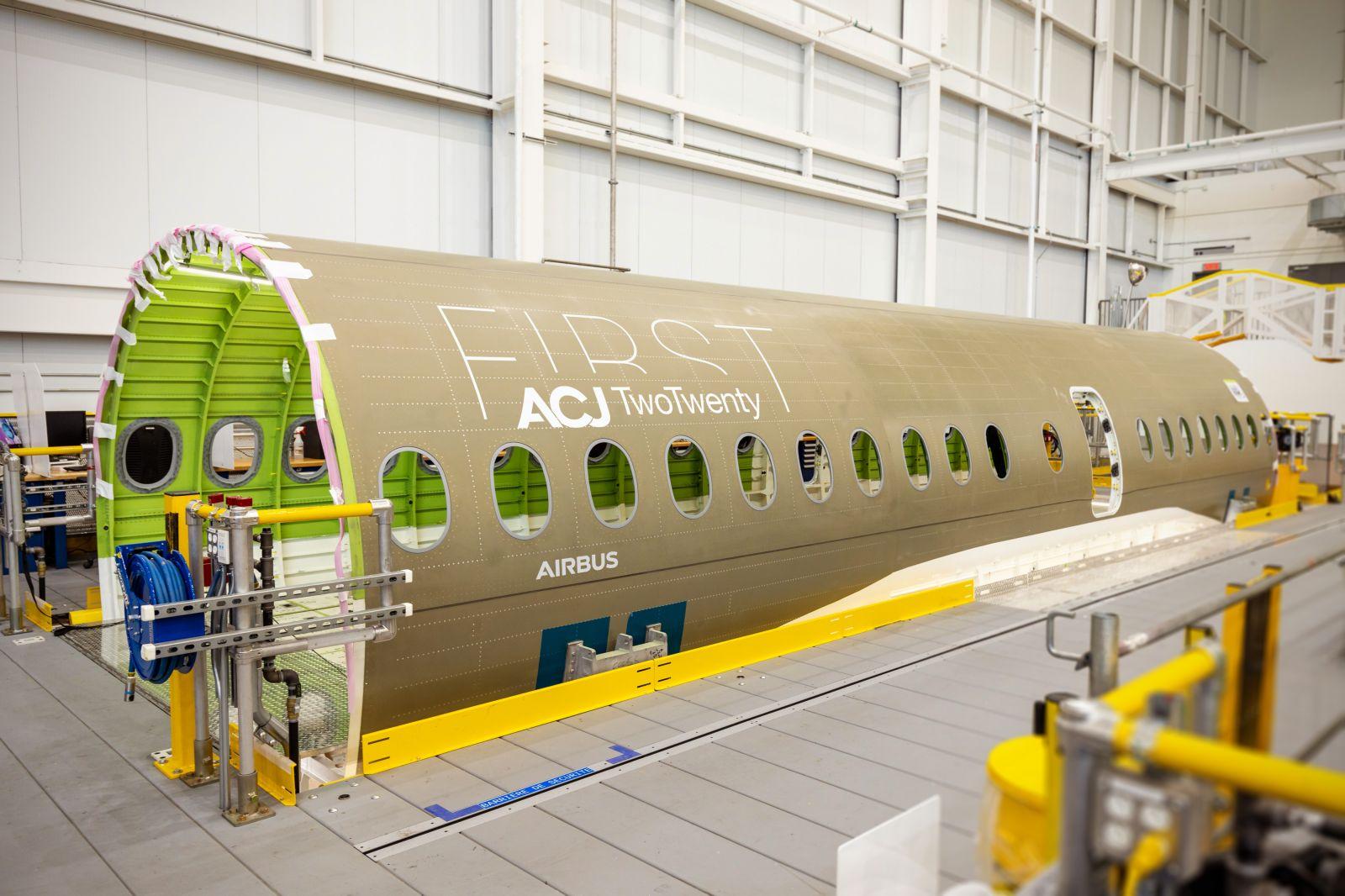 Първата секция на корпоративния бизнес джет ACJ TwoTwenty пристигна в завода на Airbus в Mirabel (Канада) (ЕКСКЛУЗИВНА ГАЛЕРИЯ)