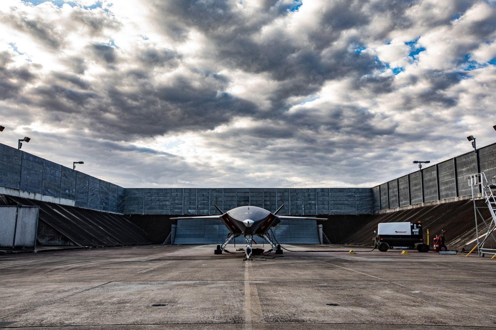 Boeing запусна за първи път двигателя за проекта Loyal Wingman (ЕКСКЛУЗИВНИ СНИМКИ)