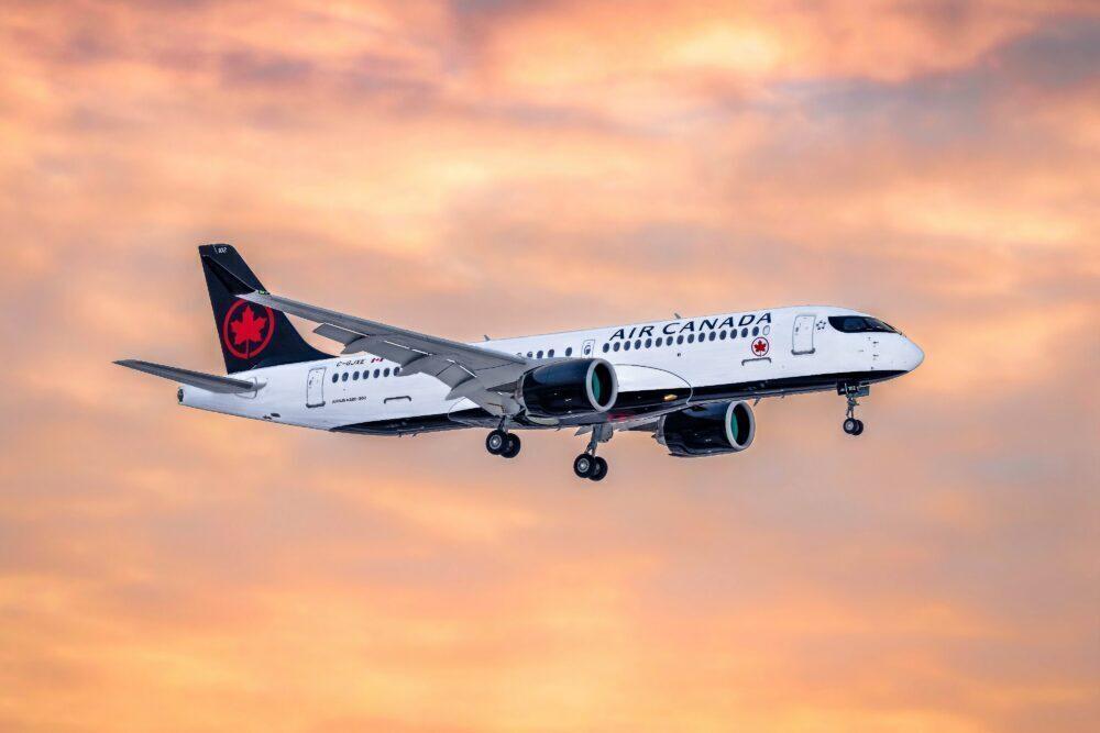Air Canada гледа към A321LR, докато получава още A220